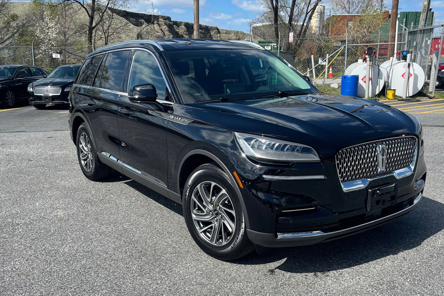 Lincoln Aviator image on American Limousines website